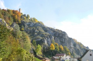 Burg Randeck von Essing aus gesehen