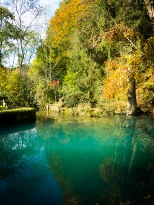 Blautopf bei Essing im Herbst.