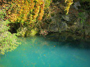 Der kleine Blautopf im Herbst.